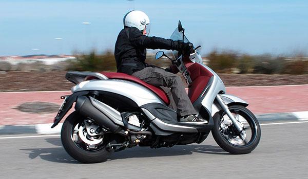 ALQUILER MOTO BEVERLY IBIZA